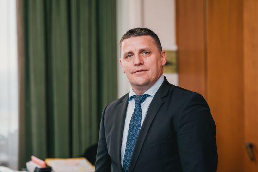 Császár Károly nyilatkozata a telekkönyvvel nem rendelkező állami ingatlanok átadásáról