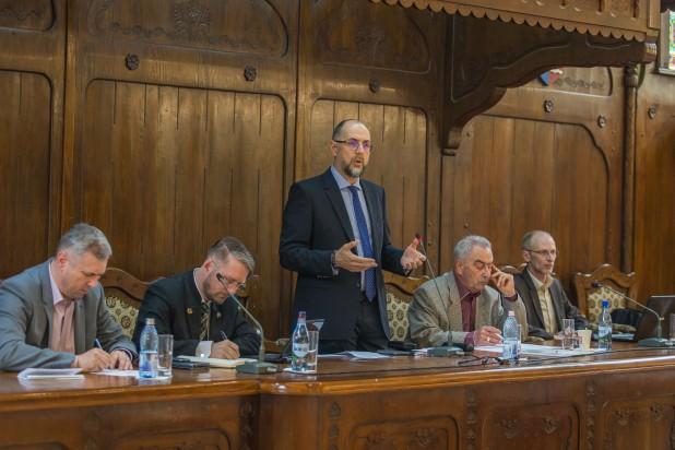 Kelemen Hunor: ha nem akarunk válságot, nem halogathatjuk a döntéseket! – az RMDSZ pályázatot ír ki román nyelvű tankönyvek megírására