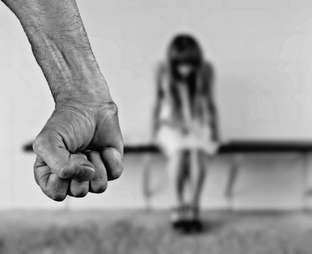 Hangsúlyosabb védelmet a nőknek!  – a családon belüli erőszak megfékezésének hatékonyságáról tanácskoztak Hargita megyében (AUDIO)