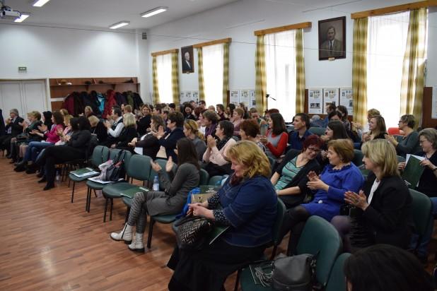 Brassó Megyei Oktatási Konferencia: a pedagógusok szakmai fejlődése és a magyar oktatás minőségének javítása a cél